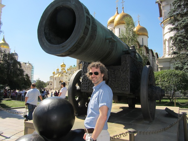 Finally inside the Kremlin, with the Tsar Cannon, the biggest in the world (but never fired)