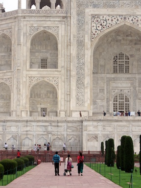 Ankur, Tanu, Amaira and Bronwyn approach the looming Taj