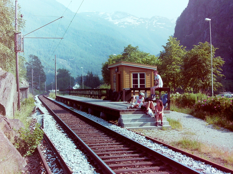 Waiting at Lunden Station on the Flåmsbana